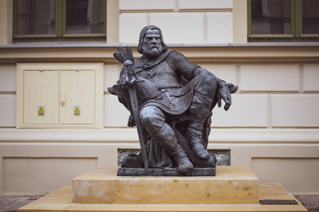 Posąg Bolesława Chrobrego w Gnieźnie
